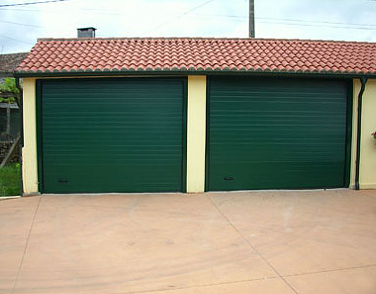 Portón garaje verde
