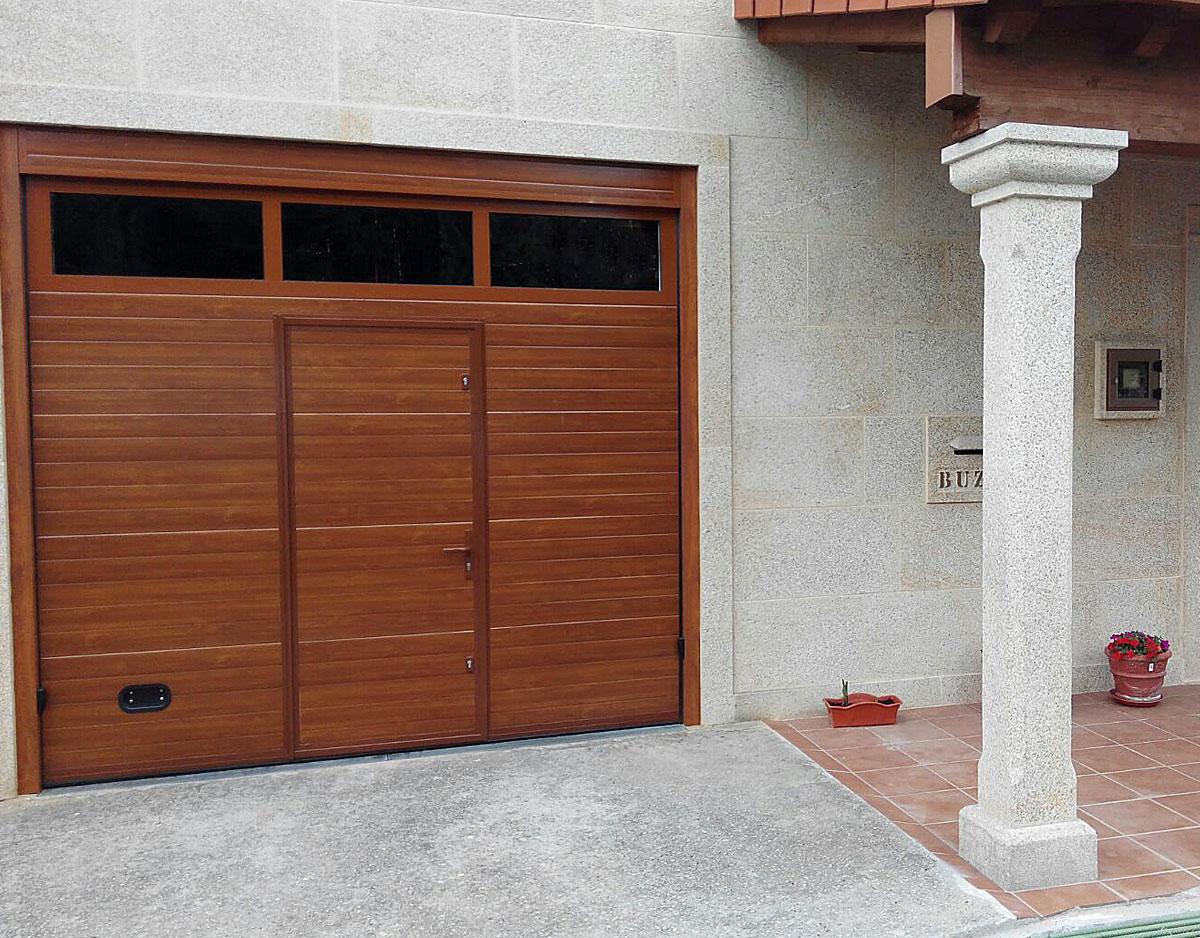 Portón garaje madera