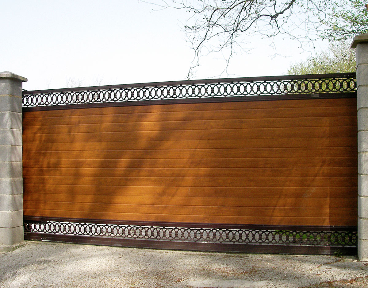 Puerta ciega finca decorada