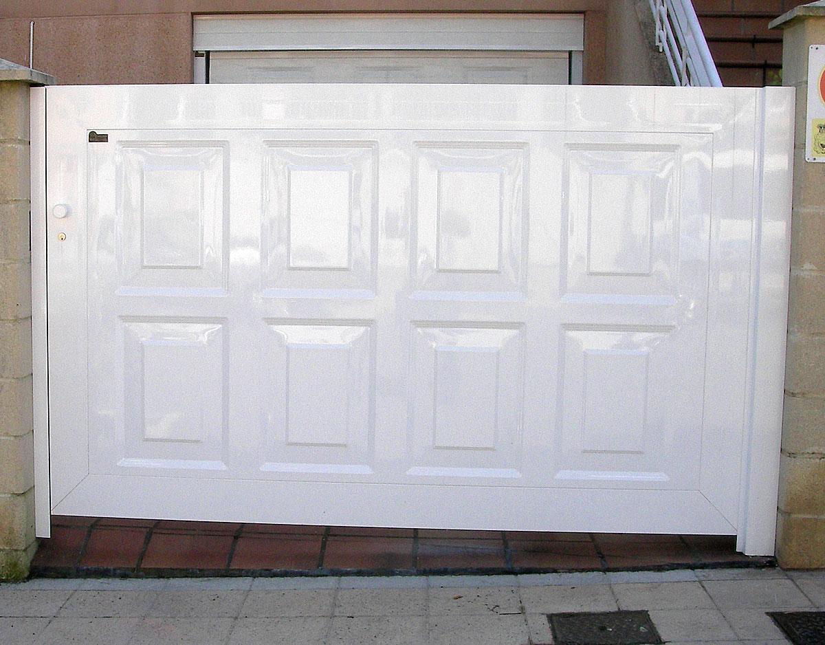 Puerta ciega blanca