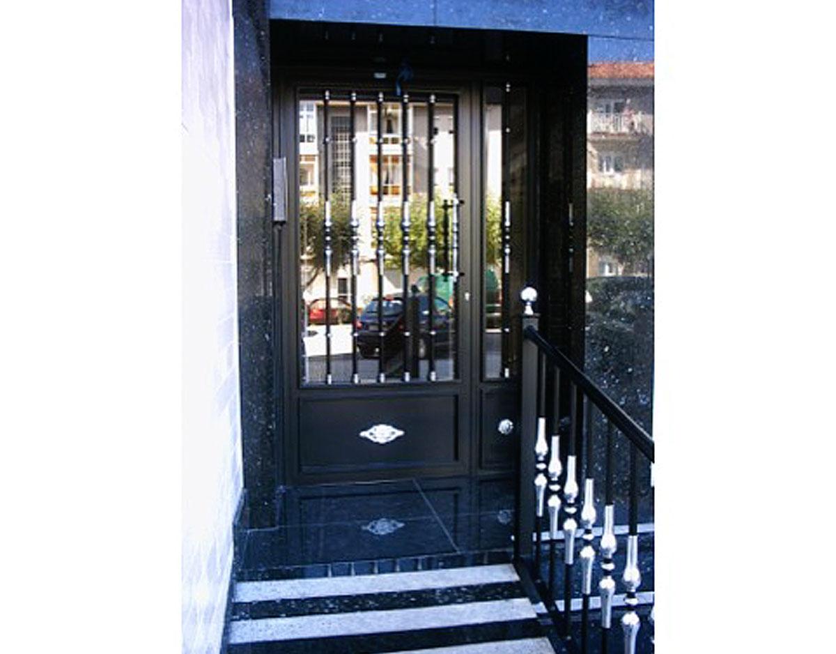 Puerta portal metálica