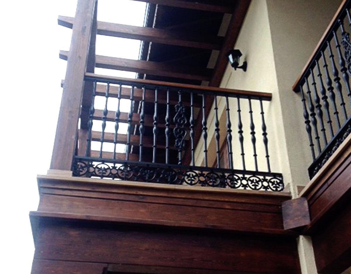 Balconera metálica