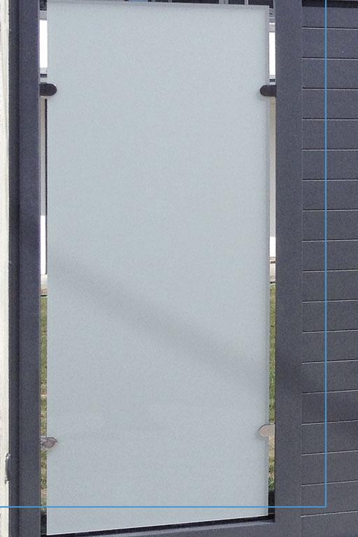 detalle Puerta aluminio de entrada finca