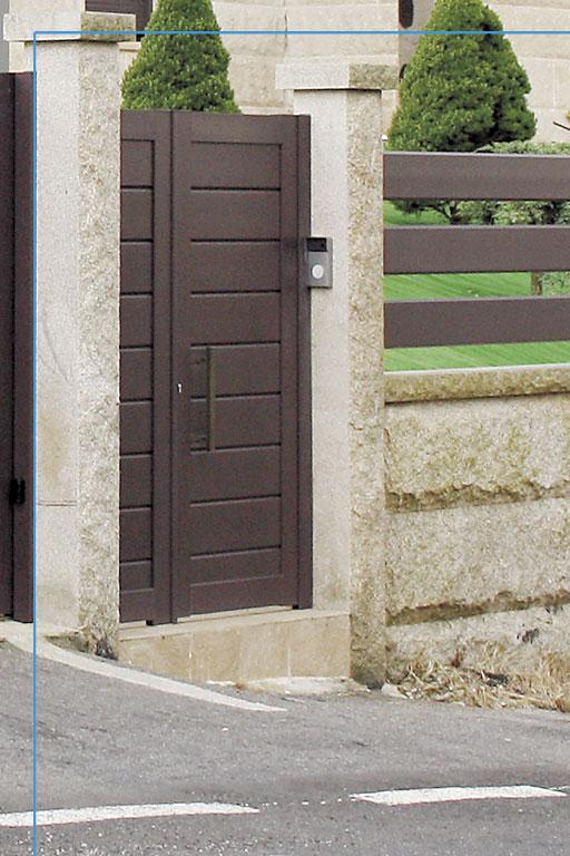 Detalle puerta de entrada finca
