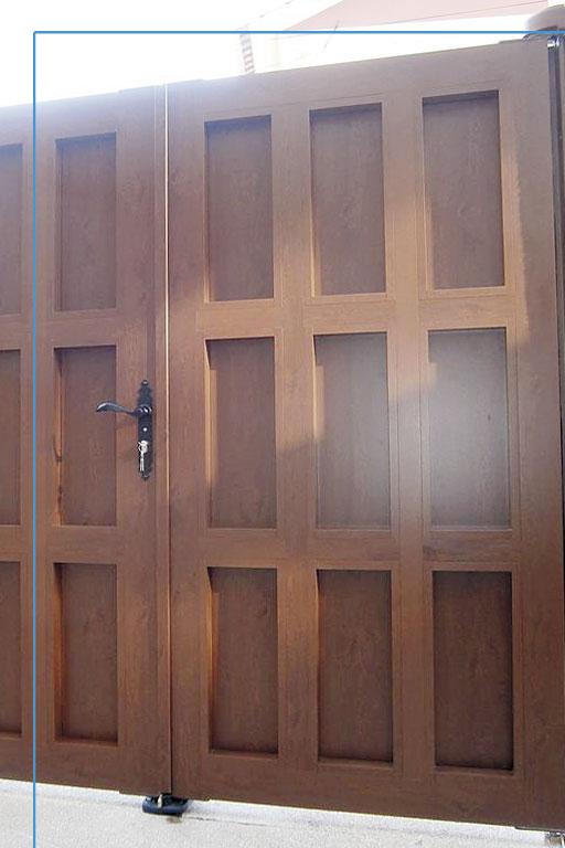 Detalle portón de entrada rústica