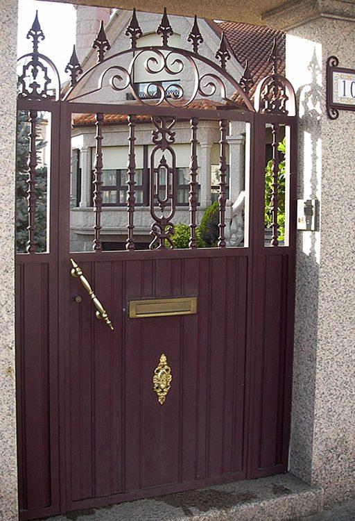 Puerta entrada casa en aluminio remate picas