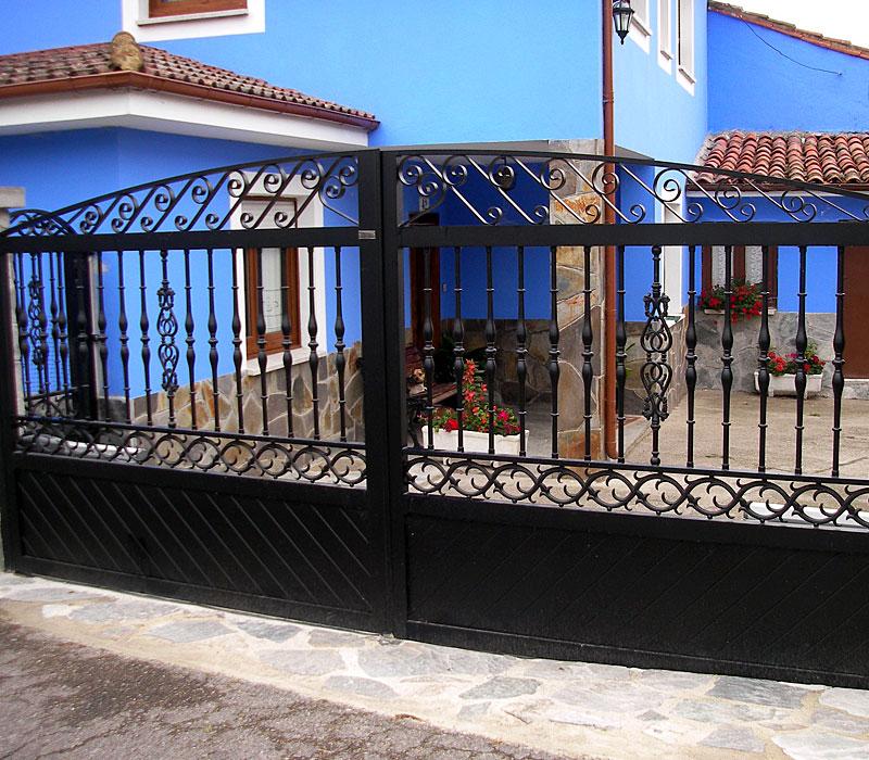 Puerta aluminio de entrada finca remate orgánico