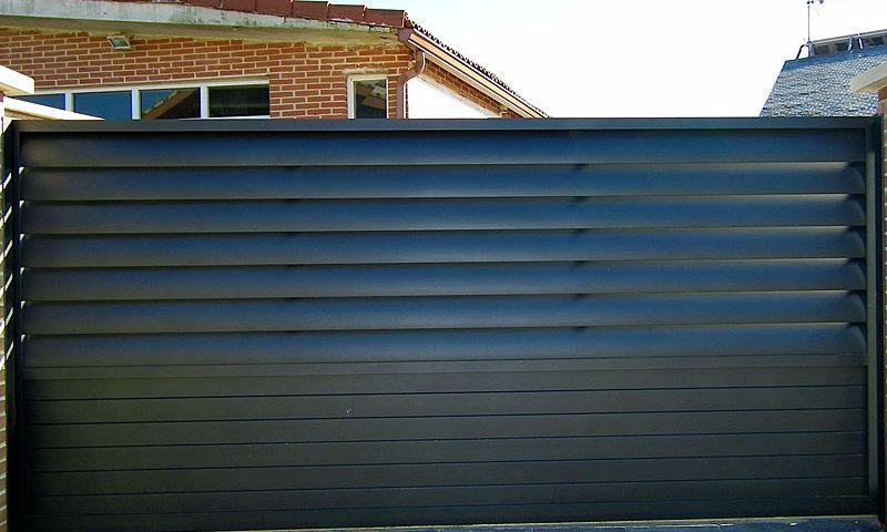 Puerta aluminio de entrada finca