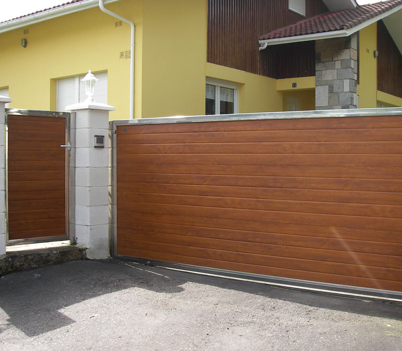 Puerta de finca metálica lamas horizontales