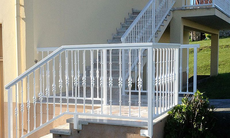 Barandilla barrotes de aluminio blanca
