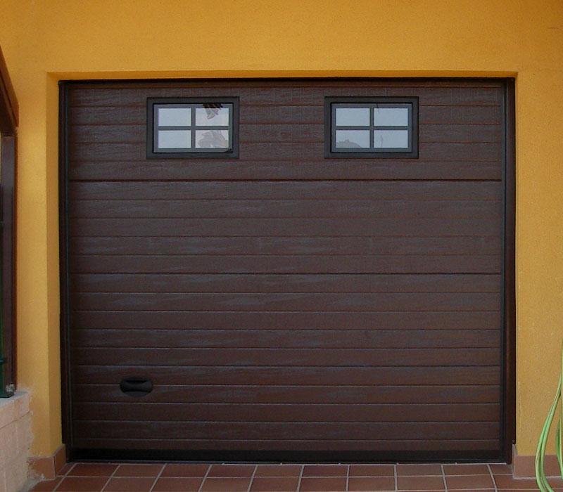 Portones de garaje ventanas pequeñas
