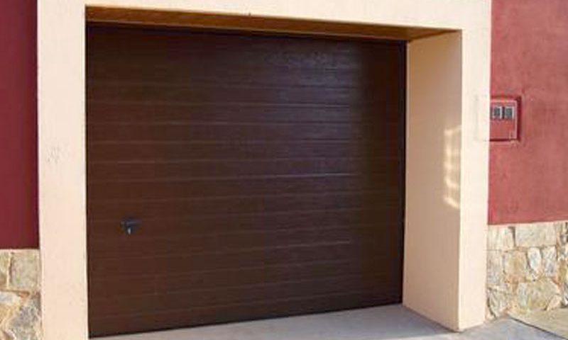 Portones de garaje marrón