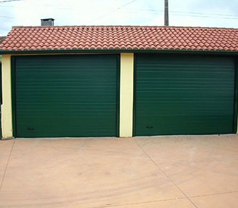 Portones de garaje verde